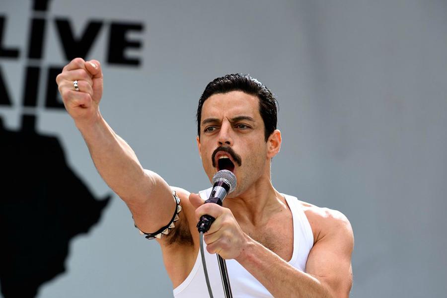Imagen de la película Bohemian Rhapsody donde se ve a su protagonista, Rami Malek, interpretando a Freddie Mercury